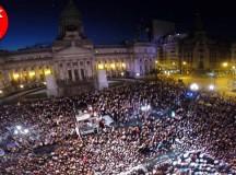 Prevención y fiesta ante miles de personas en Plaza Congreso