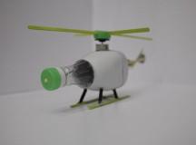 Helicóptero realizado con materiales reciclados